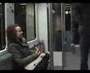 Comment calmer un petit con qui agresse les gens dans le métro ! a voir