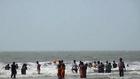 2 Mallu Aunty Bathing in Sea Beach